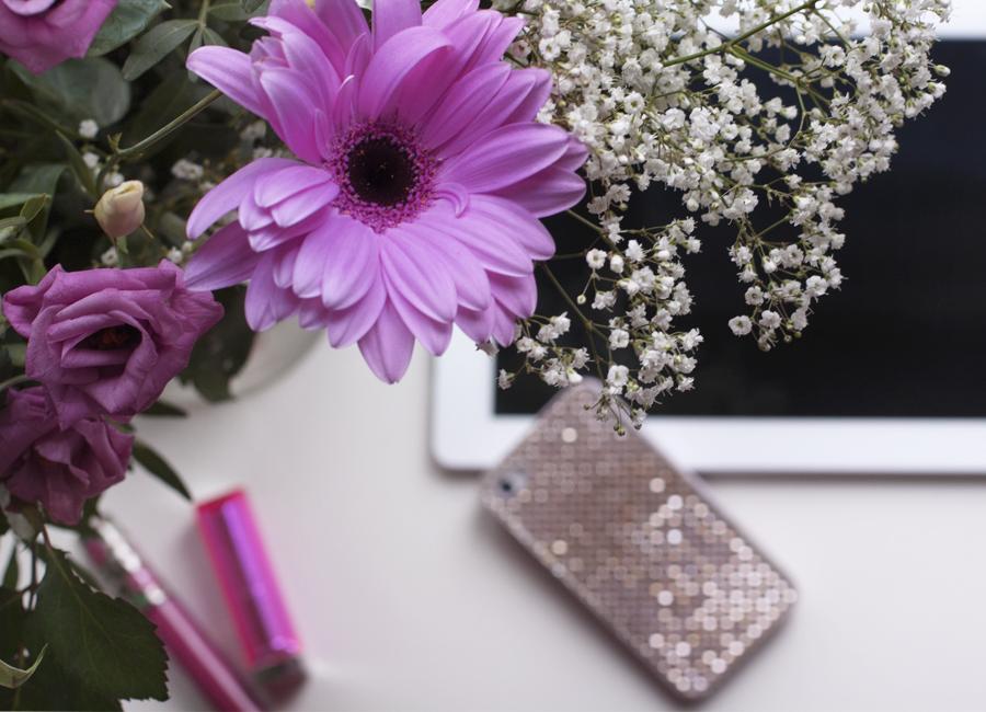 Radiant Orchid_ Un tocco di glitter