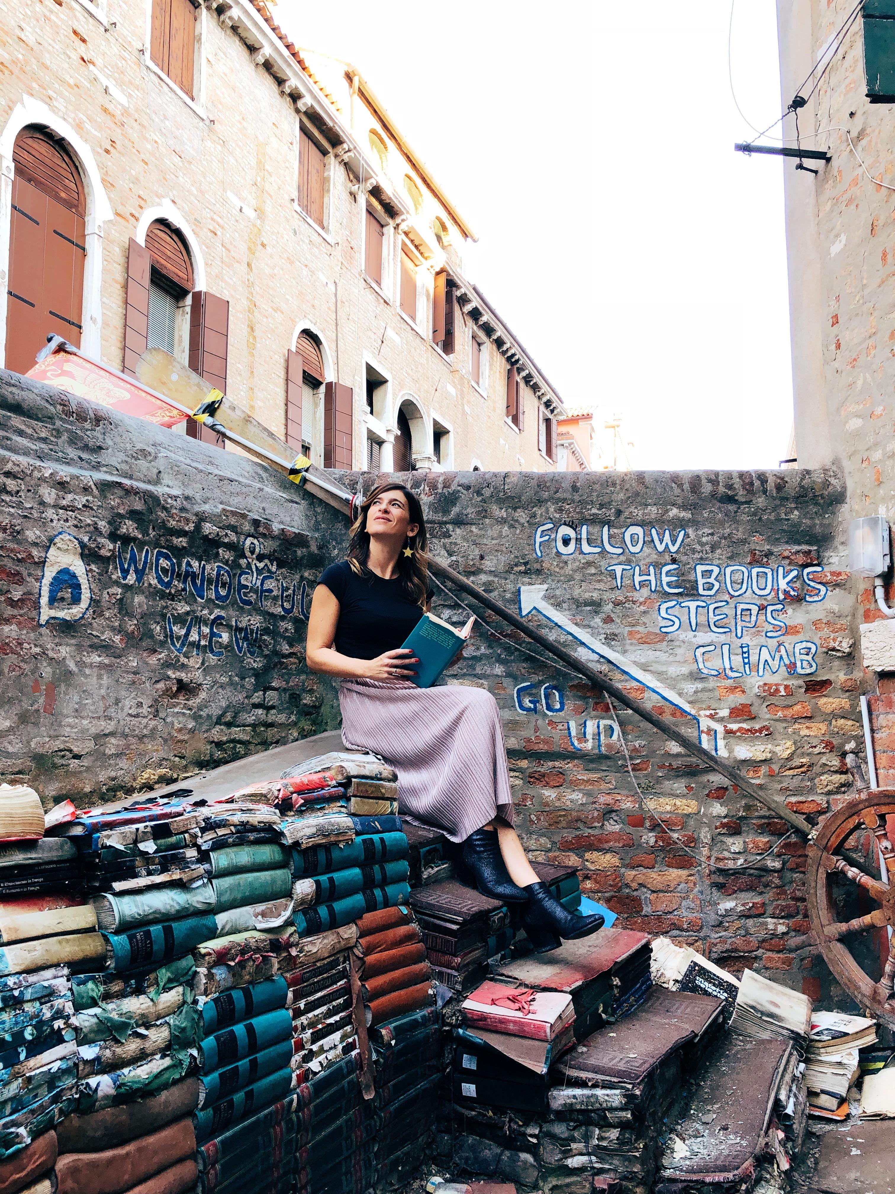 ragazza libreria Acqua Alta Venezia
