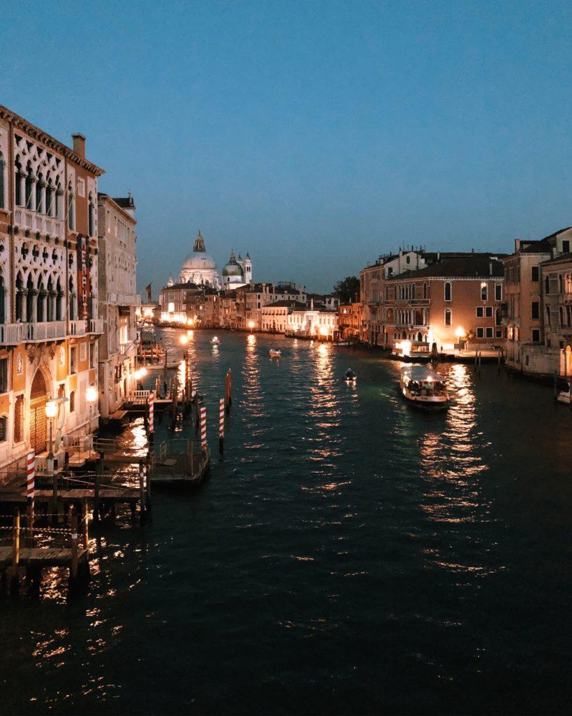 Venezia romantica by night