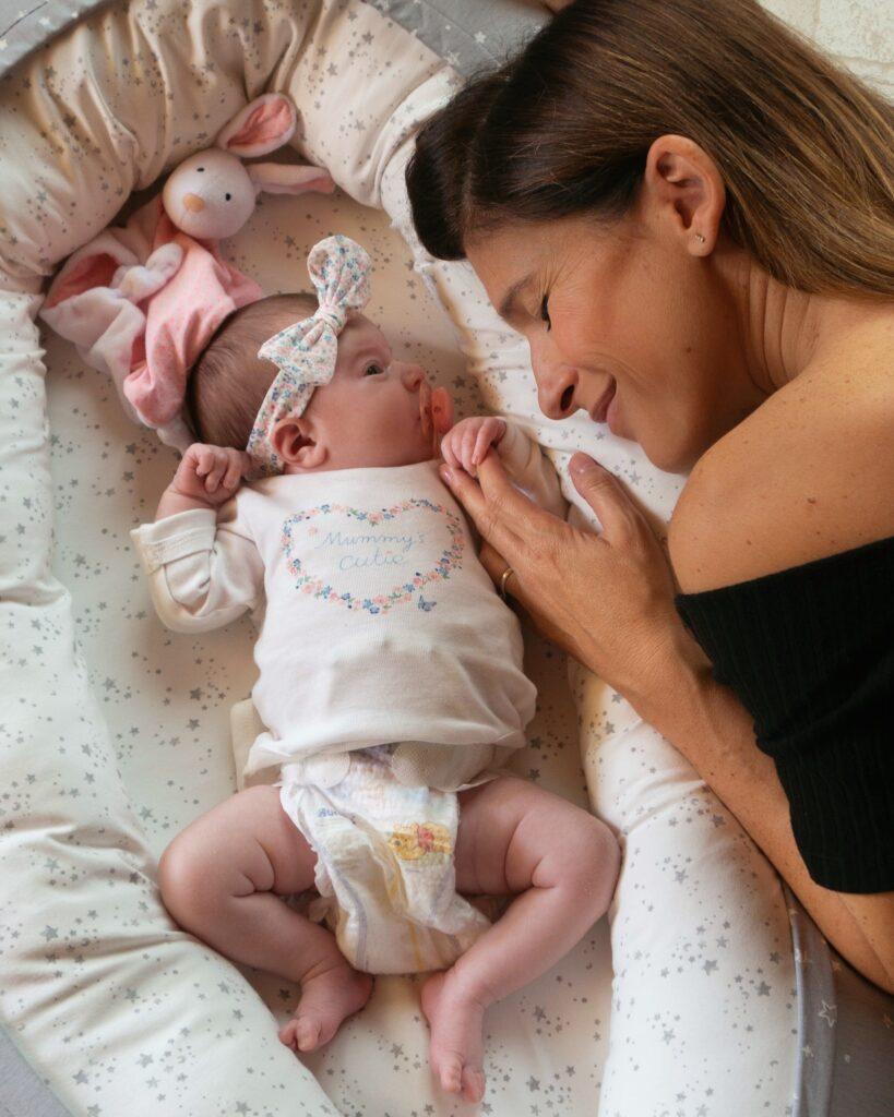 Mamma e figlia neonata